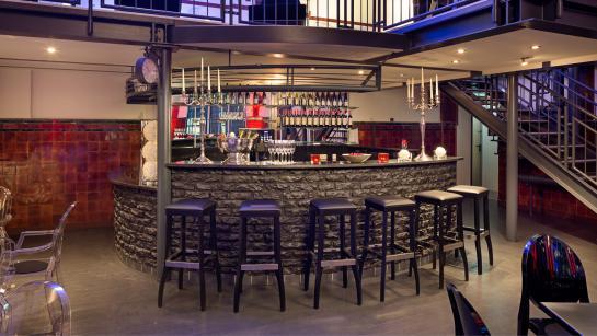 Bar im Großen Saal der Hochzeitslocation THE MIX