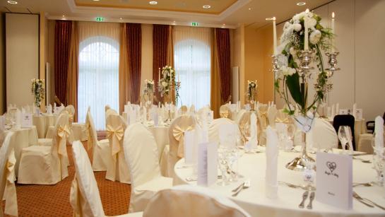 Festliche Tische fürs Hochzeitsdinner in der Location, Engel 07, Wedding Planner Berlin