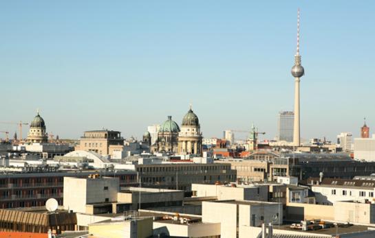 Blick von der Terrasse der Hochzeitslocation auf Berlin, Engel 07 –Hochzeitsplaner Berlin