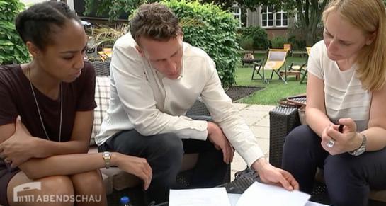 Brautpaar im Gespräch mit seinem Hochzeitsplaner Engel 07
